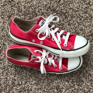 Red low top converse